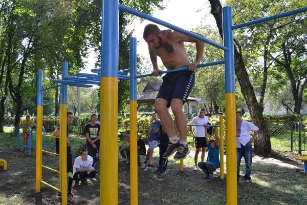 В Старому парку з'явиться спортивний майданчик та відпочинкова зона