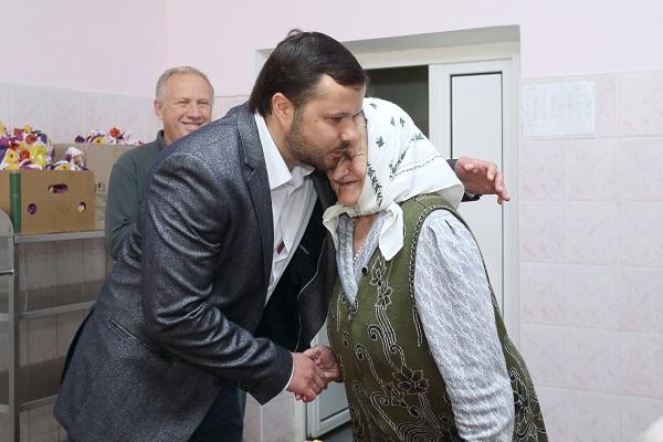 Напередодні Дня захисту літніх людей Ігор Гуда відвідав Петриківський геріатричний пансіонат