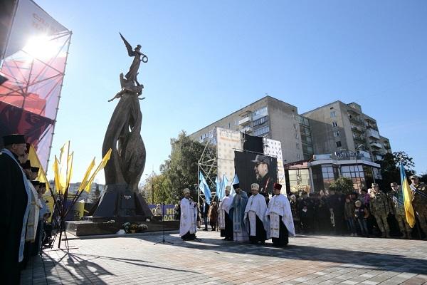 У Тернополі відкрили та освятили пам'ятник, який нагадує про трагічні події (Фото, відео)