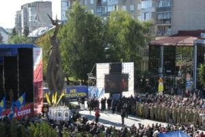 Два роки і два мільйони гривень: як створювався пам'ятник героям Небесної Сотні у Тернополі