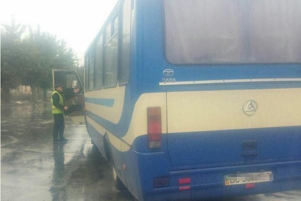 В Тернополі поліція зупинила водія маршрутки, який запізнювався на весілля