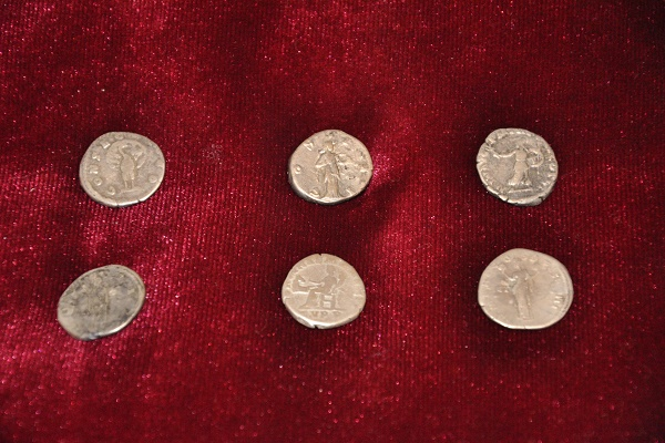 На Тернопільщині співробітники СБУ передали в історико-архітектурний заповідник контрабандні монети