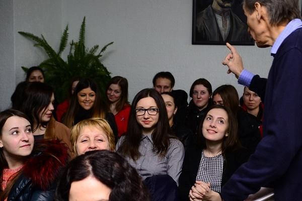 У День поезії студенти педуніверситету спілкувалися з поетом і письменником Петром Сорокою