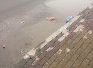 Відремонтована вулиця у Тернополі не пережила першу теплу зиму? (ФОТО)