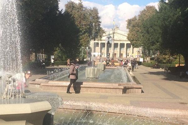 Жителі файного міста Тернопіль любуються фонтанами на вулицях і в соцмережах (Фото)
