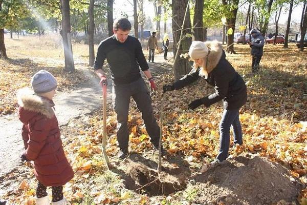 Діти-науковці заклали «Сад миру» на Тернопіллі
