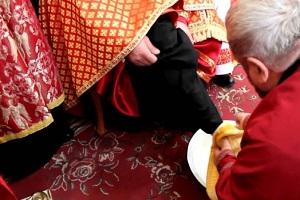 Митрополит Василій омив ноги тернопільським священикам