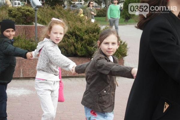 У Тернополі провели традиційне Великоднє дійство «Зав'яжемо вінець!» (Фото)