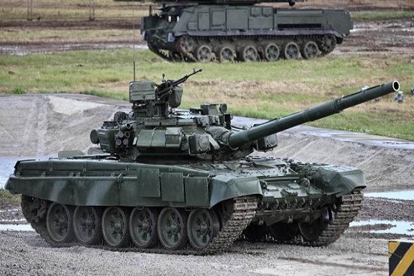 Росія стягла до українського кордону 420 танків і 53 тис солдат – штаб АТО