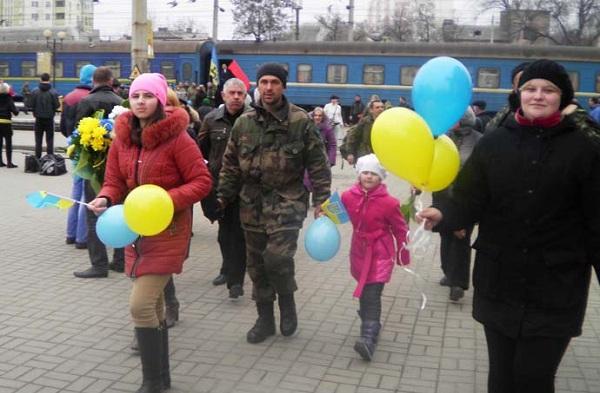 """У Тернополі зустріли 55 бійців батальйону """"Збруч"""" (ФОТОРЕПОРТАЖ)"""