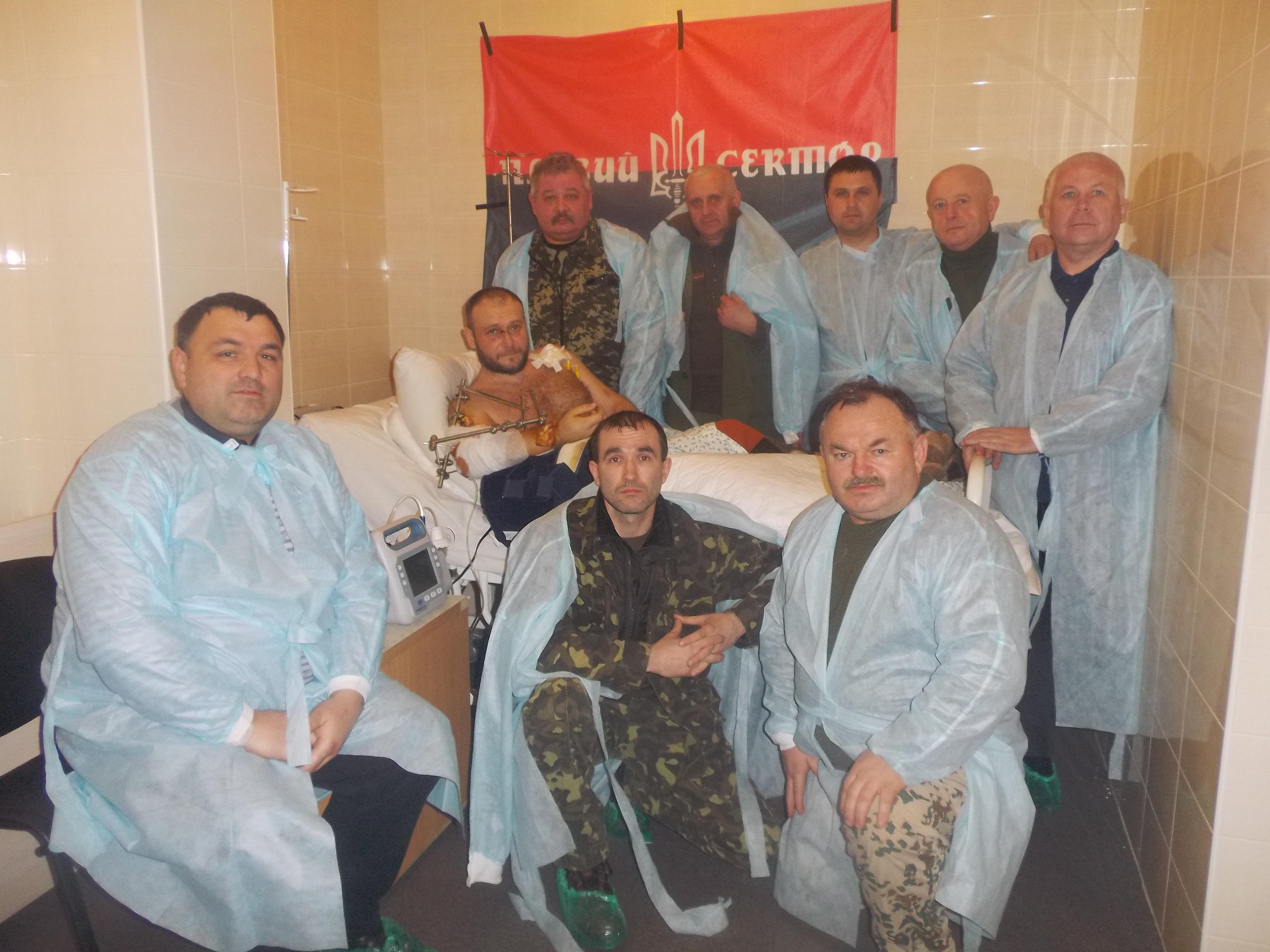 Як тернополяни Дмитра Яроша в лікарні провідували