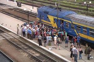 На залізничному вокзалі в Тернополі пасажири заблокували колію