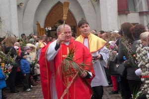 Тернопільські римо-католики сьогодні освячували гілки пальми та лози (Фото)