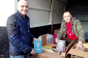 700 книг передали бійцям тернопільські автомайданівці (ФОТО)