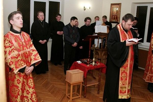 Тернопільські семінаристи молилися Хресну дорогу з українцями в Італії (Відео)