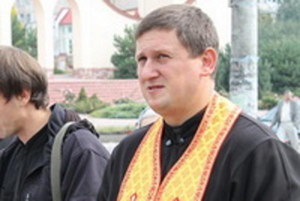Замість сміття принесіть померлим щиру молитву, — о. Василь Шафран