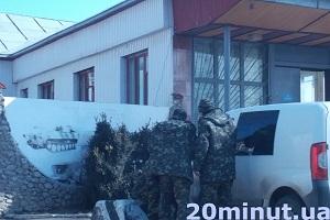 Військові в Тернополі тиняються вулицями напідпитку
