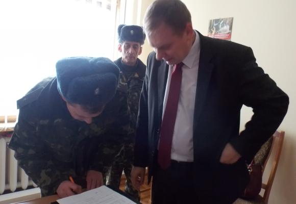 Чиновникам з обласної ради вручили повістки