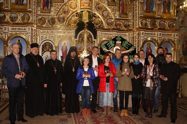 Архієпископ Нестор нагородив активних волонтерів Тернопільщини медалями