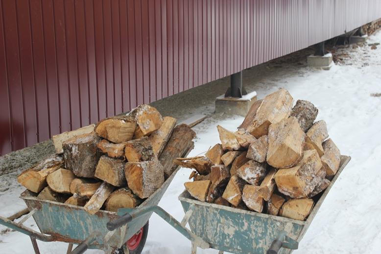 У Кременці студентів грітимуть дровами (фото)