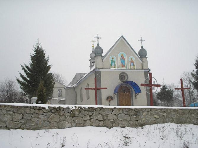 В Старому Скалаті обікрали церкву. Злодіїв ще не знайшли