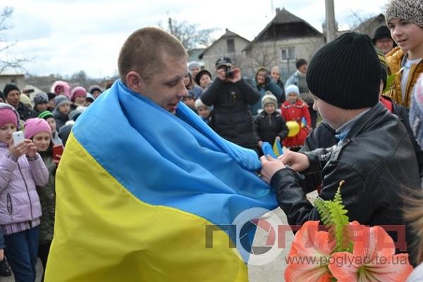 На Тернопіллі справжнє свято – з полону повернувся кіборг Володимир Маюк