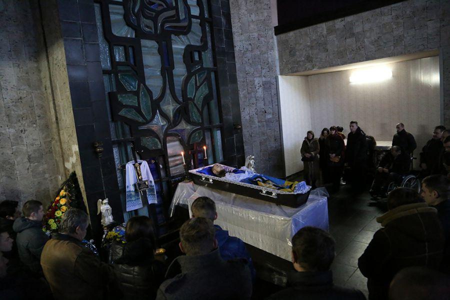 Загиблого бійця полку «Азов» Павла Баса привезли у Тернопіль