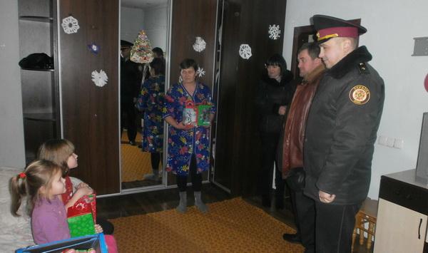 Рятувальники привітали з Новорічними та Різдвяними святами дітлахів зі Сходу країни