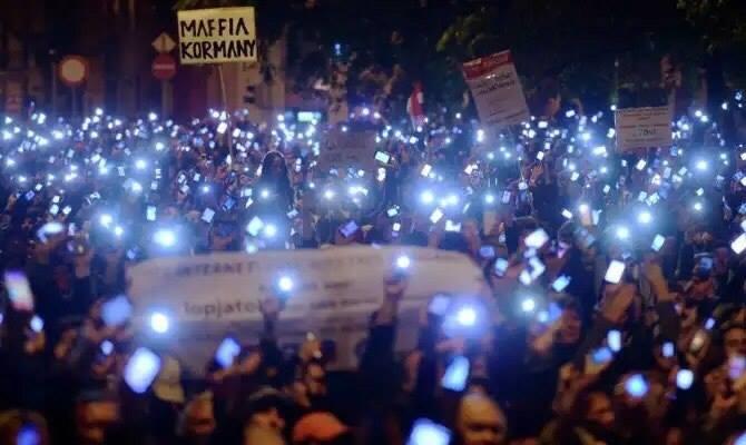 В Угорщині прямо зараз скидають політика, який вибрав любов до Росії і корупцію (НАЖИВО)
