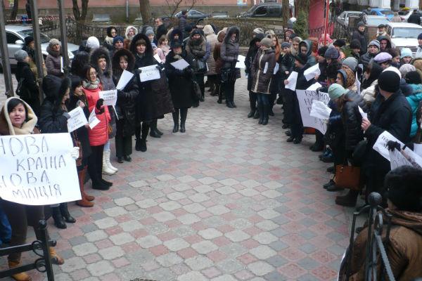 У Тернополі аптекарі пікетували обласну міліцію (ФОТО)