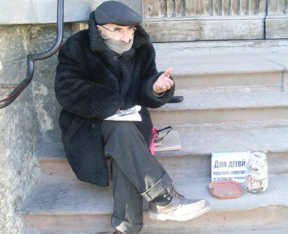 Щодня Тараса Войчишина з Чорткова можна зустріти на сходах місцевого Домініканського костелу